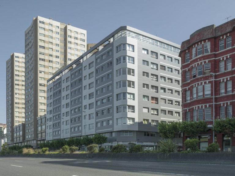 Edificio de Viviendas en Avenida del Ejército (A Coruña) · Marmolería José Rey · Anclajes Fachadas Ventiladas Strow