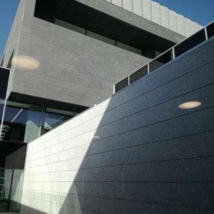 Clínica Universitaria Navarra, Madrid · Naturpiedra JBernardos · Foto 4 · Anclajes Fachadas Ventiladas Strow
