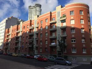 Edificio de Viviendas en C/ Uruguay (A Coruña) · Marmolería José Rey · Anclajes Fachadas Ventiladas Strow