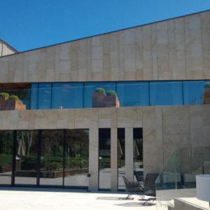 Finca Montesqueiro Oleiros (A Coruña) · Marmolería José Rey · Foto 2 · Anclajes Fachadas Ventiladas Strow