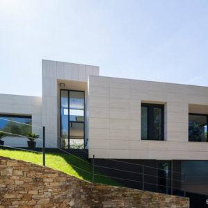 Single-Family House in Oleiros · Marmolería José Rey · Foto 2 · Anclajes Fachadas Ventiladas Strow