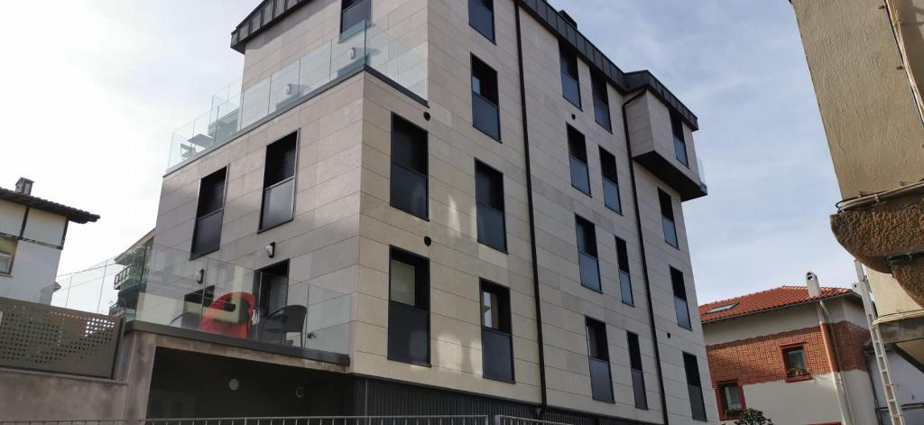 Edificio de Viviendas en Algorta · Mármoles Zamar · Foto 1 · Anclajes Fachadas Ventiladas Strow