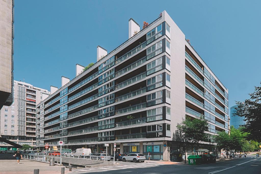 Residential Building in Estraunza Street (Bilbao) · Mármoles Zamar · Strow Anchorage Systems