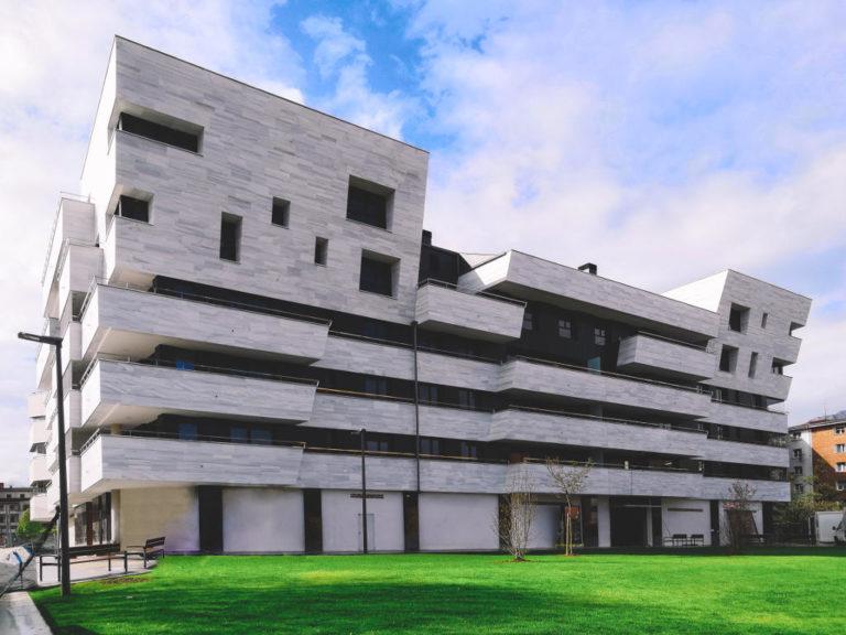 Edificio de Viviendas en Durango · Mármoles Zamar · Anclajes Fachadas Ventiladas Strow