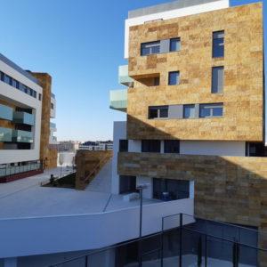 fachada-piedra-oro-los-tempranales-naturpiedra11
